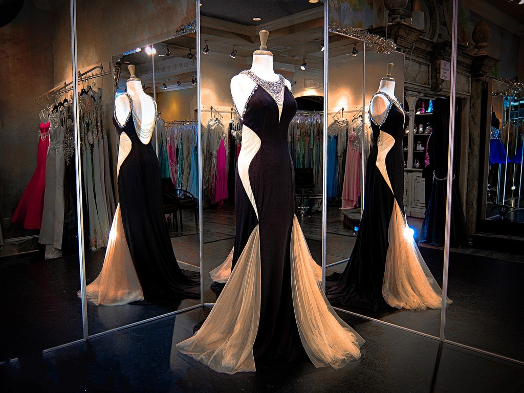 Backless Charming Prom Dresses,The Elegant Appliques Floor-Length Evening Dresses, Prom Dresses, Real Made Prom Dresses On Sale