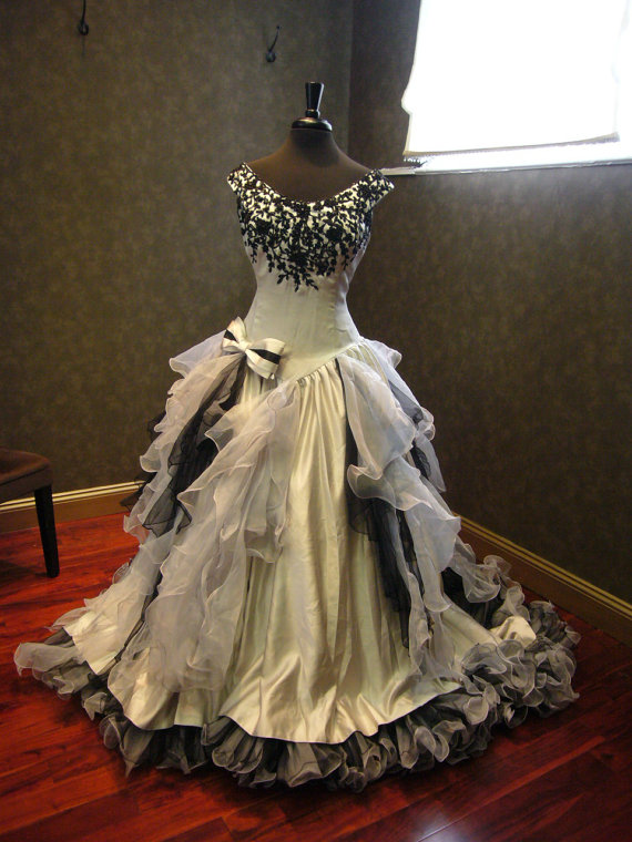 5f8bb4a22ff Real Image Gothic Camo Wedding Dresses Vestidos de Novia Mermaid Appliques  Ruffle Lace Beads Wedding Dress