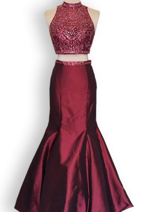 The ornate Burgundy ball gown, the sexy, high-necked, high-necked, high-necked ball gown