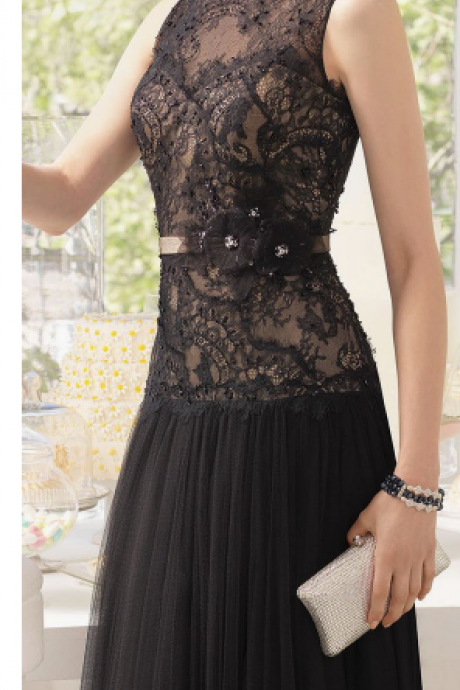 Black lace ball gown, sleeveless evening dress.