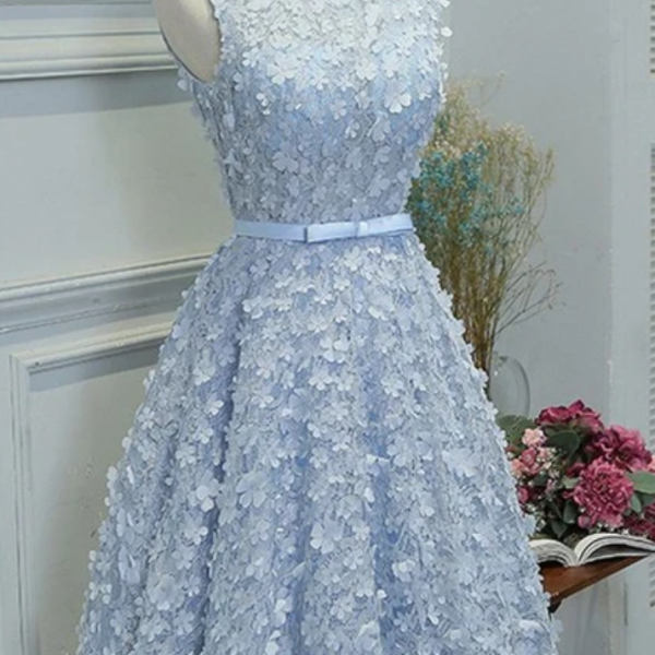 A-Line Boat Neck Knee-Length Blue Lace Homecoming Dress with Appliques